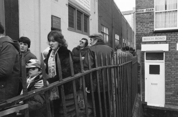 Beech Road, fans queuing for entry to the Bobbers Stand Club